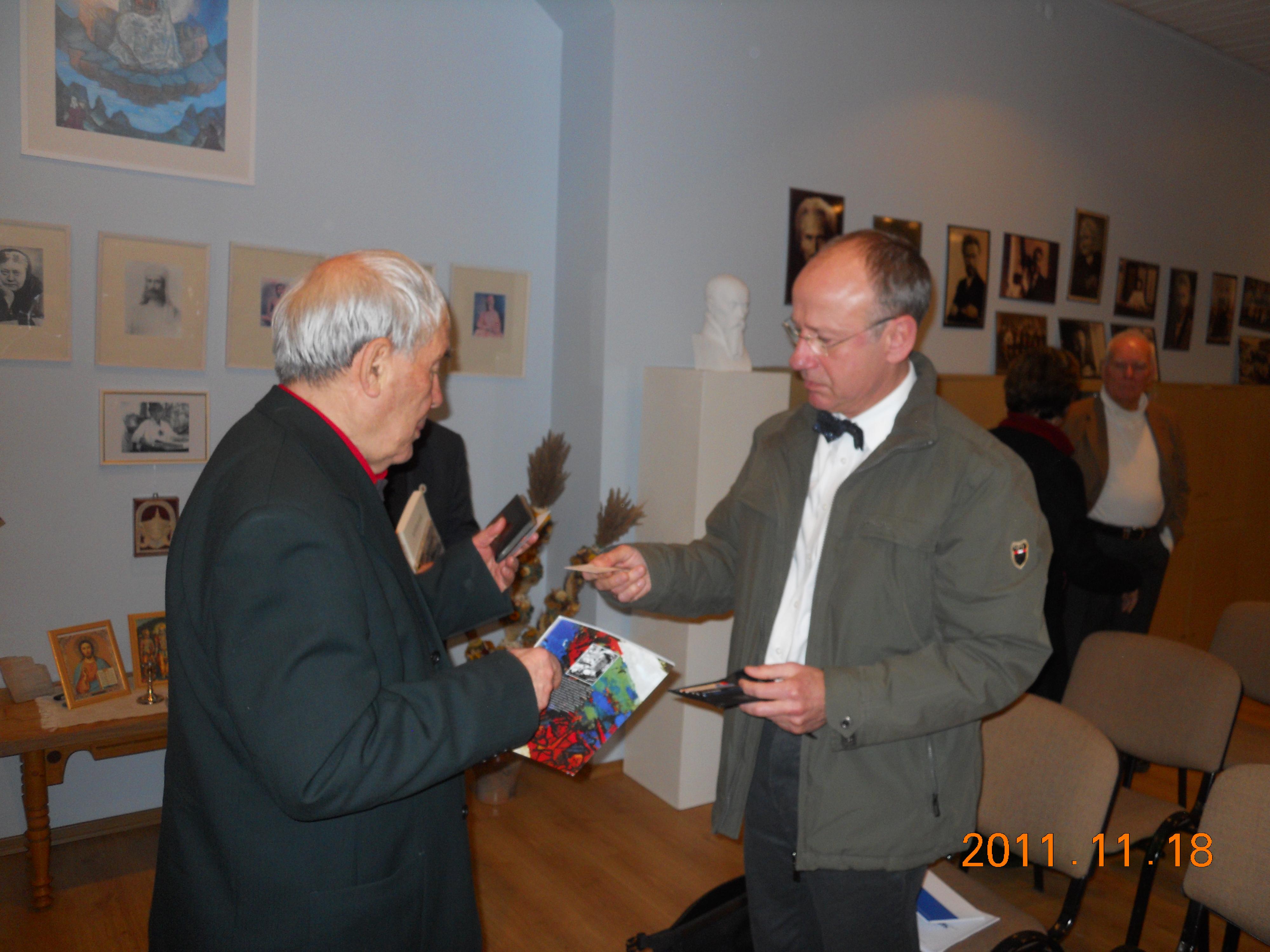 Leonas Stepanauskas ir Vokietijos Ambasados sekretorius Friedrich-Wilhelm Nehl.