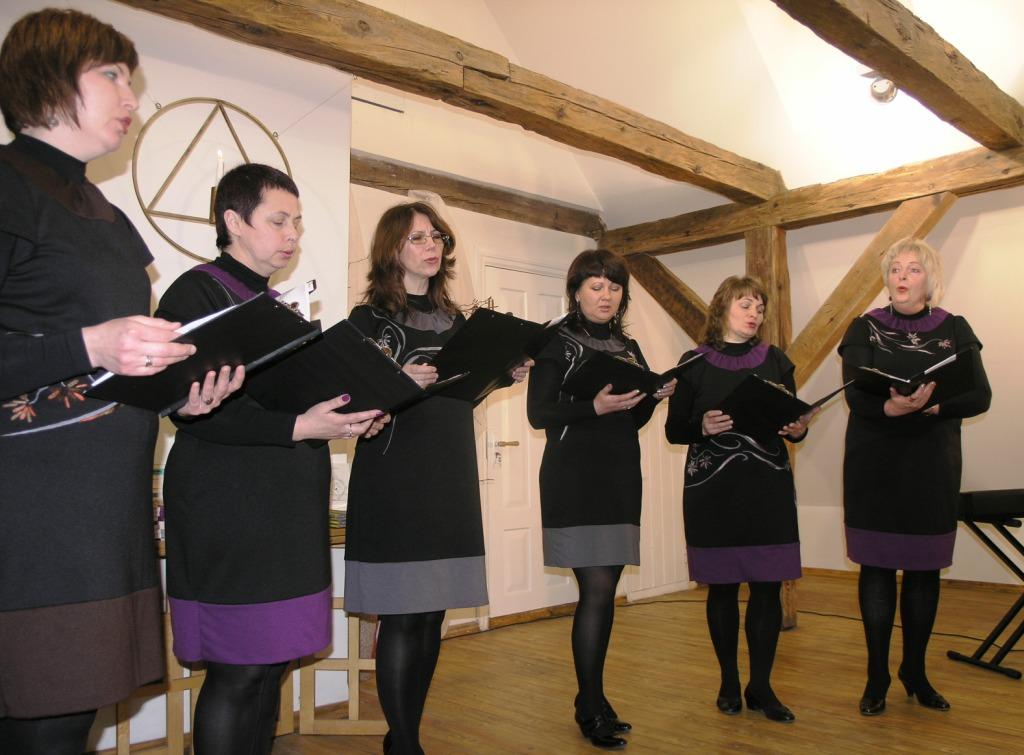 Nuotraukoje: Rusnės etnokultūros ir informacijos centro vokalinis ansamblis Luotužė, vadovaujamas Aušros Šlažienės.
